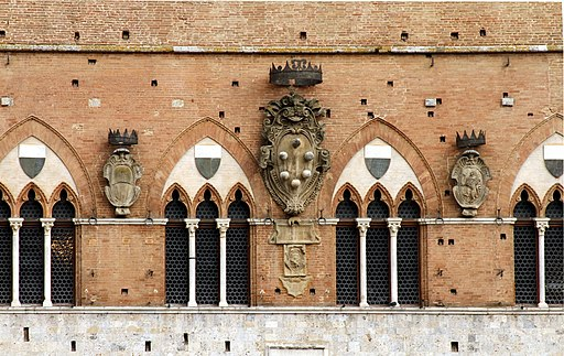 Stemma della Casa dei Medici, Palazzo Pubblico, Siena