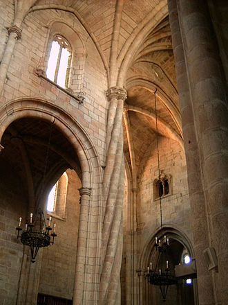 Cathedral of Guarda - Interior of the cathedral. The typical Manueline spiralling column is visible.