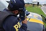 Com radares portáteis, equipe da PRF fiscaliza velocidade na BR-277 (33414356403).jpg
