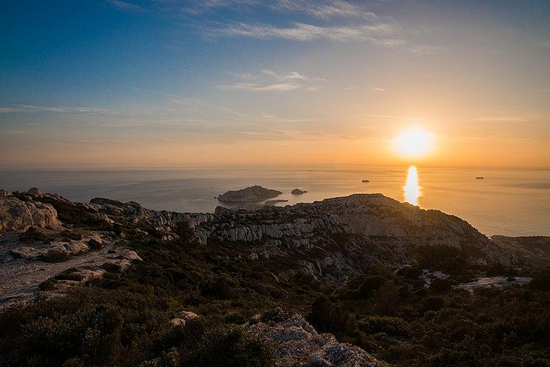 File coucher de soleil marseilleveyre parc national des calanques 2014 04 wikimedia - Coucher du soleil marseille ...