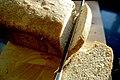 Coupe du pain d'épeautre.jpg