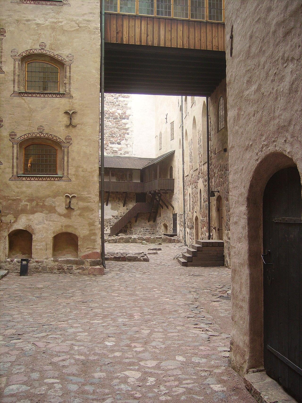 Courtyard, Turunlinna (2).jpg