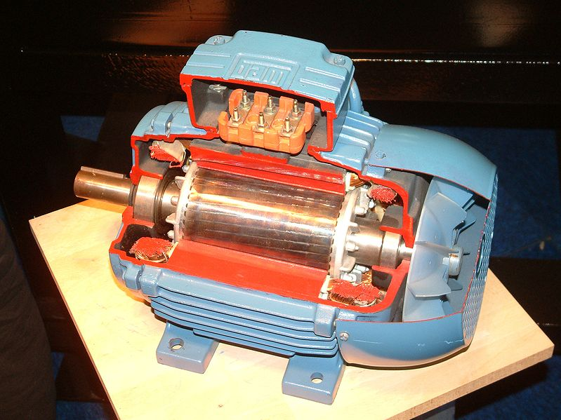 Почему асинхронный двигатель крутит в обратную сторону