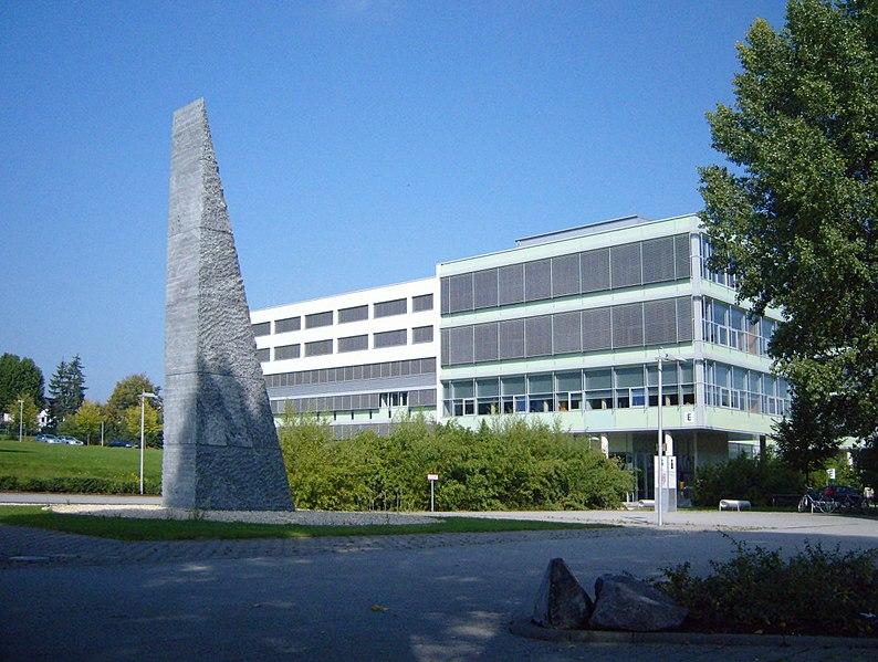 File:Der Keil vor der Koblenzer Universität - panoramio.jpg
