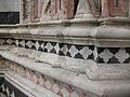 Detall de la façana del baptisteri de la catedral de Siena.JPG