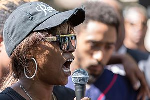 Shooting of Philando Castile - Diamond Reynolds speaking at a rally in memory of her boyfriend on the day after his death