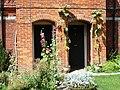Door in Avebury 02.jpg