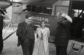 ETH-BIB-Frau L. Weigelt mit zwei Männern vor Fokker-Weitere-LBS MH02-17-0014.tif
