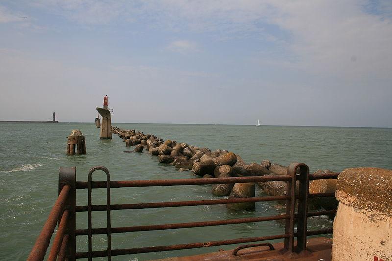 East Mole Dunkirk.jpg