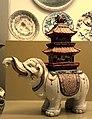 Elefante con pagoda.jpg
