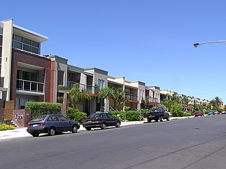Elsternwick, Victoria - Image: Elsternwick new townhouses & apartment in Horne St