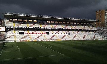 El Rayo juega sus partidos en el Campo de Fútbol de Vallecas. 7e2c633d4bc9b
