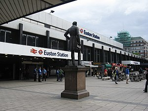 Euston railway station - Main entrance in 2009, showing the statue of Robert Stephenson