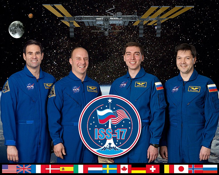 Файл:Expedition 17 crew portrait B.jpg
