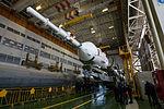 Expedition 46 Soyuz Assembly (NHQ201512120007).jpg