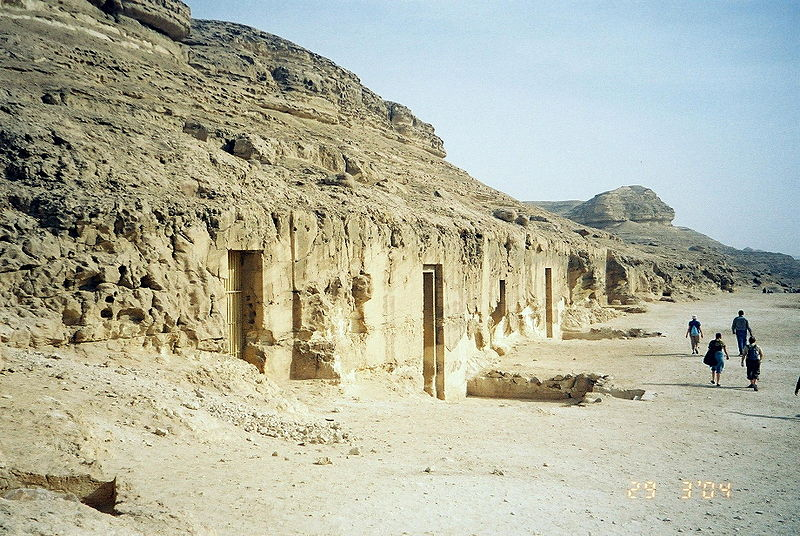 Vaizdas:Exterior view of tombs of Khety and Barquet III.JPG