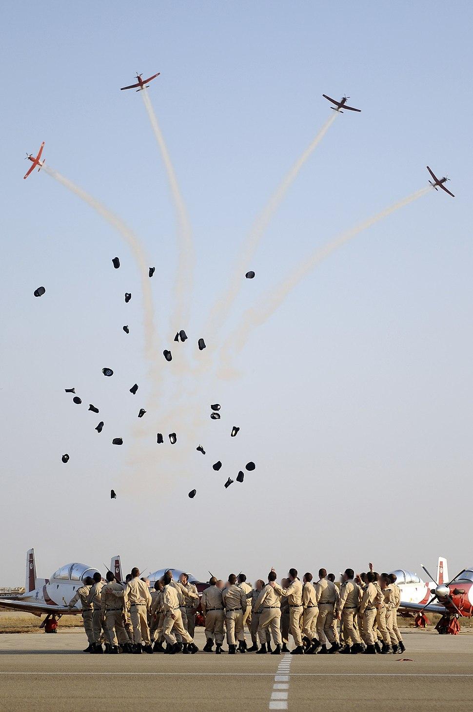 Flickr - Israel Defense Forces - Flight School Graduates Receive Their New Rankings as Air Force Officers