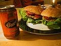 Flickr - cyclonebill - Kyllingeburgere og øl.jpg