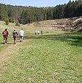 Fußweg im Trockental oberhalb der Leinleiterquelle - panoramio.jpg
