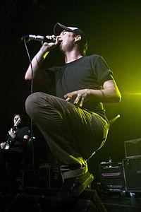 Il cantante Matt Davies in concerto a Madrid