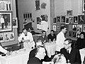 Gasten aan tafel in het restaurant van Alfredo, Koning van de Spaghetti, terwij…, Bestanddeelnr 252-1761.jpg