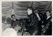 Gene Vincent on Stage with The Echoes (1961).jpg