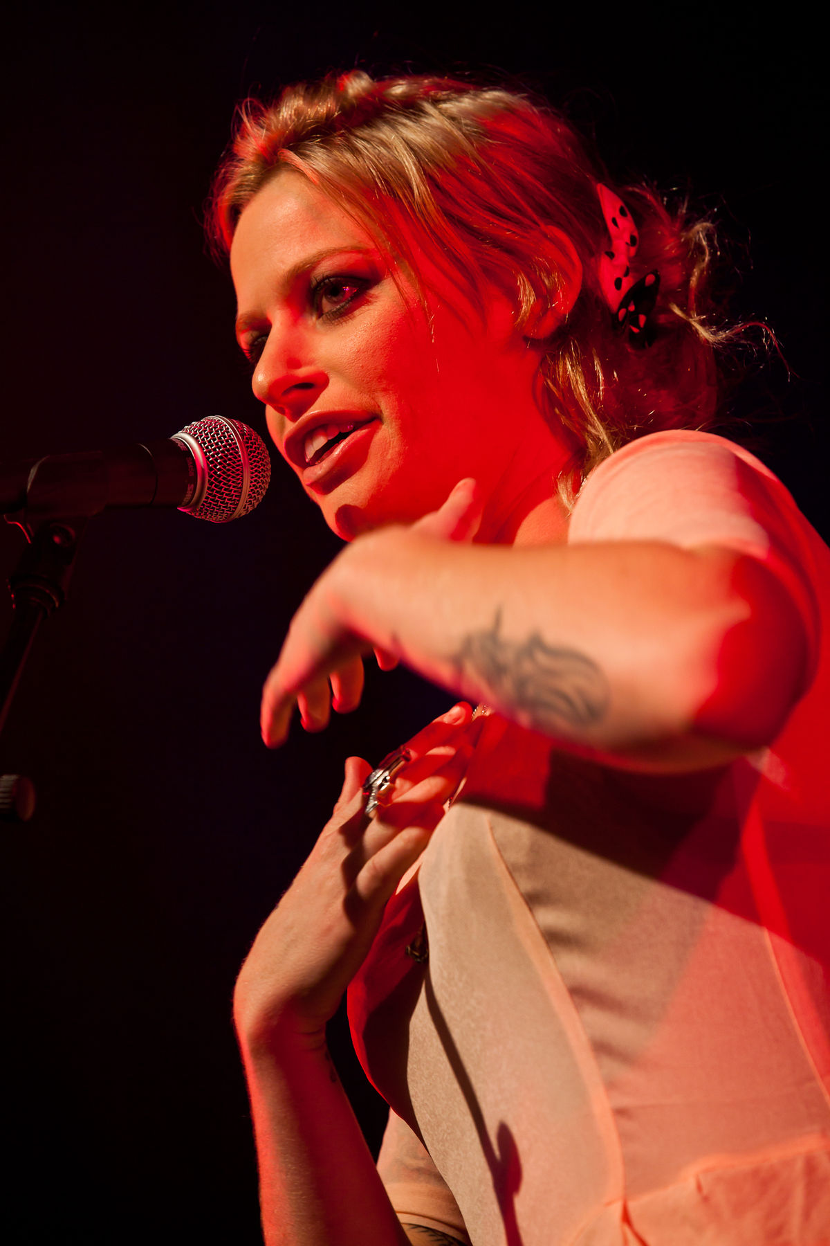 gin wigmore wikipédia  gin wigmore holding on to hell adobe.php #7
