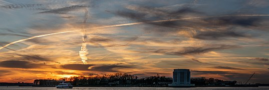 Governors Island at sunset from BBP (02132p).jpg