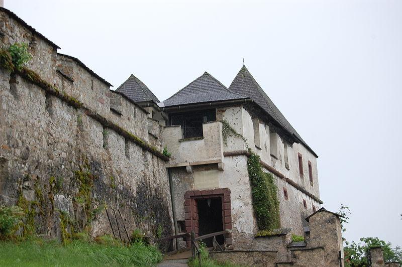 Plik:Grad Ostrovica - Kulmerjeva vrata.jpg