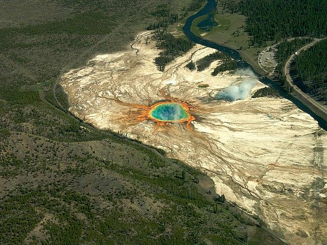 640px-Grand_Prismatic_Spring%2C_Yellowstone_-_panoramio.jpg