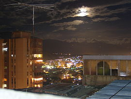 Guarenas in der Nacht