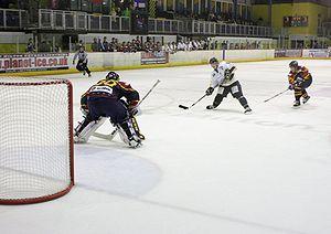 Breakaway (ice hockey) - Breakaway during a game between the  Guildford Flames and the Milton Keynes Lightning