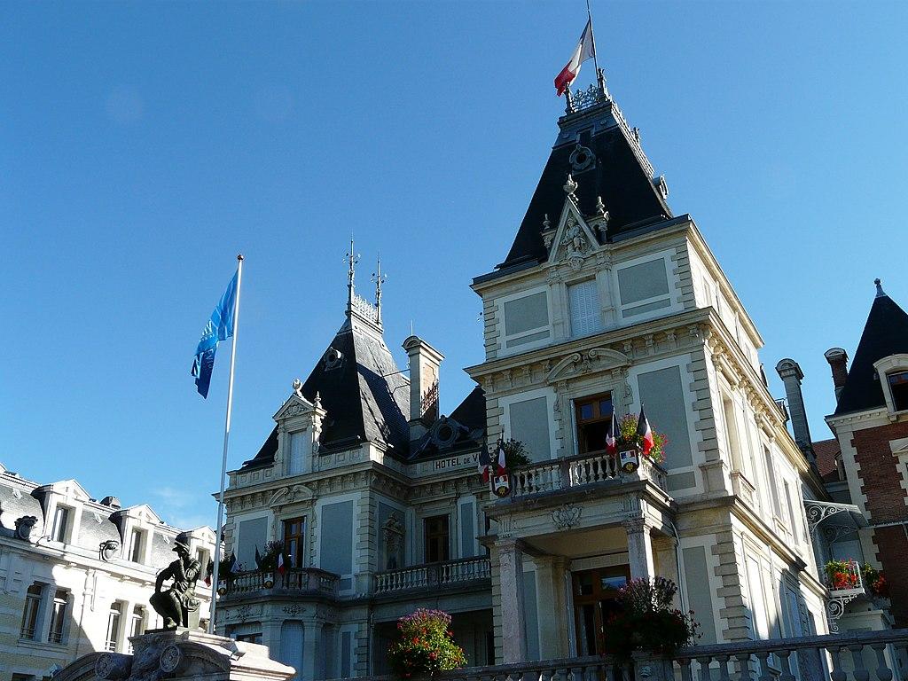 File h tel de ville evian les bains wikimedia commons for Piscine d evian