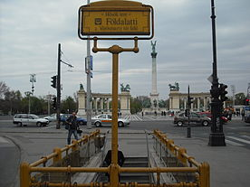 Hősök tere metro station - outside.JPG