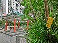HK Shek Tong Tsui 山道花園 Hill Road Rest Garden Pavilion n yellow 捕蒼蠅膠水貼 Fly sticker Apr-2013.JPG
