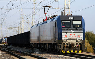 Locomotive - A HXD1 electric locomotive pulled 10000 tones coal trains at Datong–Qinhuangdao_Railway。