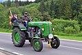 Halltal - vorbeifahrender Traktor Steyr 185.jpg