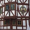 Haus Byron - Fachwerkerker mit Uhr - Limburg.jpg