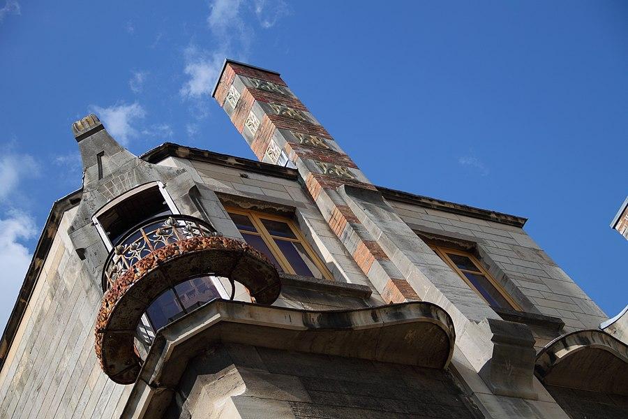 Haut de la façade avec la cheminée de la Villa Majorelle