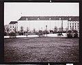 Heldenplatz mit verhüllter Hofburg.jpg