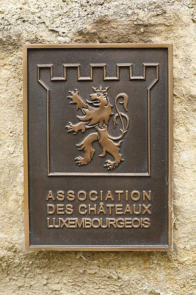 Château d'Hesperange: plaque de l'Association des Châteaux luxembourgeois.