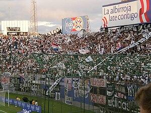 Estadio Defensores del Chaco - Image: Hinchada Olimpia 27 3 2011