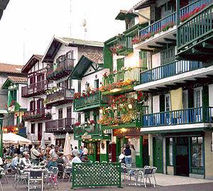 Intercambio cultural - Página 4 300px-Hondarribia_etxeak