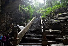 Houng Tich Cave, site of the Perfume Pagoda, northern Vietnam (7) (37803348384).jpg