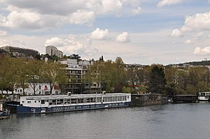 Houseboats on the Seine river in Saint-Cloud 003.JPG