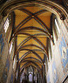 Interiér v bazilice.jpg