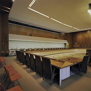 Interieur, overzicht raadzaal - Arnhem - 20384304 - RCE