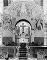 Interieur van de kloosterkerk hoogaltaar met kruisbeeld, mozaïek en wandschilde, Bestanddeelnr 252-0871.jpg