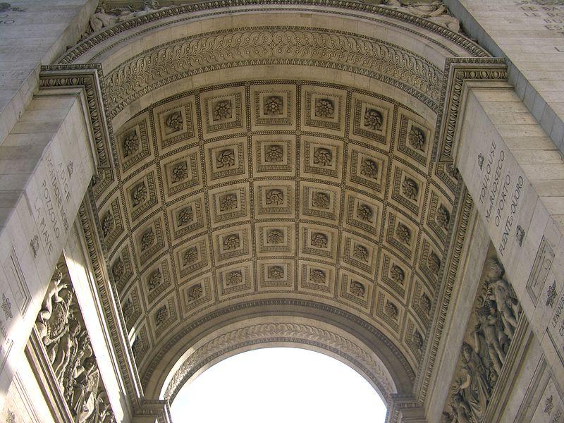 Ficheiro:Interior del arco del triunfo.jpg