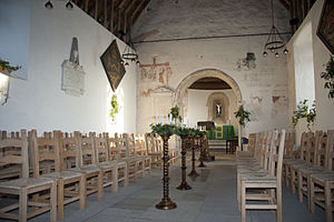 Church of Saint Leonard, Bengeo - Image: Interior of St.Leonards showing medieval wall painting